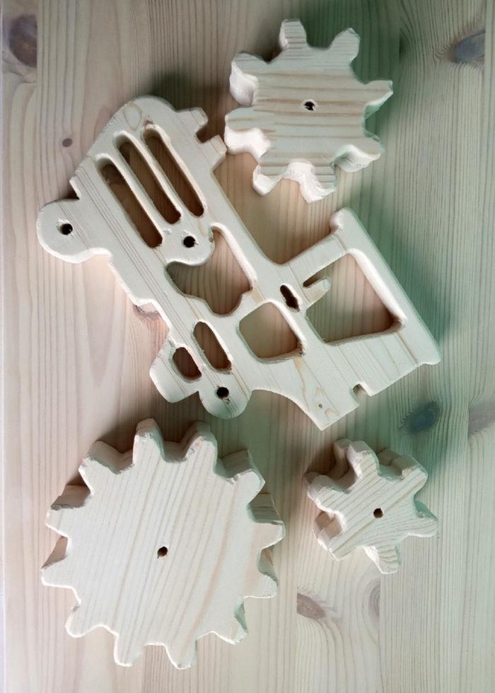Макет Трактор с шестеренками из фанеры